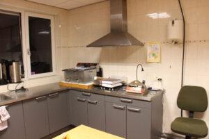 Keuken rechts met afzuiging